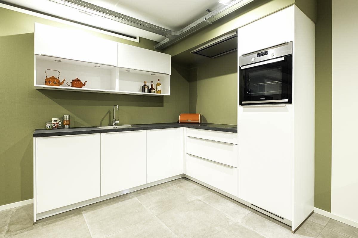 Basis witte keuken